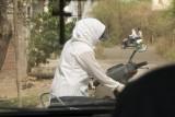 _DSC2985 women driving motorbike