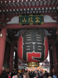 The big lantern, entrance to shopping and temple.