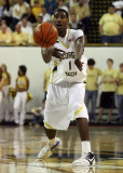 Yellow Jackets G Shumpert delivers a pass to one of his teammates