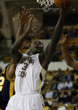 Yellow Jackets F DAndre Bell lay-up