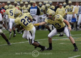 Jackets QB Taylor Bennett stretches to hand off to TB Tashard Choice