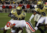 Bulldog SC Allen goes low to stop Jackets TB Jonathan Dwyer