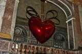 JEFF KOONSHanging Heart (red/gold)