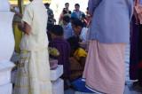 Worshippers Buddha Dhatu Jadi.jpg