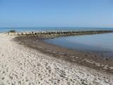 Low tide & calm ocean