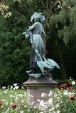 Statue au parc de l'Orangerie  Gaenseliesel  - alsacienne gardienne d'oies.