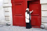 Paris, la porte rouge.