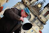 singer on Old Square