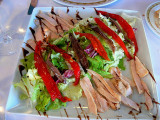 ¡buen apetito!  ensalada de anchoa y atún a los pimientos rojos.
