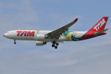 TAM Airbus  A330-200  PT-MVP  Football 2009