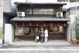 Window shopping in Kyoto @f4 D700