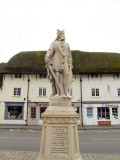 King  Alfreds  Statue  plus  inscription.