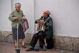 Vendedora y músico