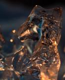 Forme de glace dans la lumière du soleil couchant