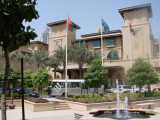 sebuah hotel di dlm Souq