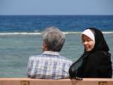 Mom and Dad duduk santai di Jeddah Corniche