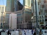 Zamzam hotel, hotel tertinggi di Mekkah terlihat disamping Hilton Tower.
