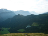 terugblik naar de pas over de bergrug 'Costa' met de naam Cantonill (in het midden van de foto)