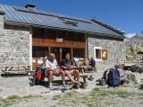 op het terras  van Refuge de Vallonpierre (2280 meter)