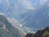 vanaf richting  col de la Vaurze(2490 meter) blik op Le Désert -en-Valjouffrey