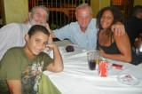 Abschiedsessen im Entre Amigos: v. l. n. r.: Steven, Eckhart, Winfried, Elaine   P1020324.JPG