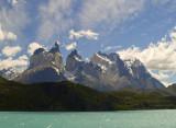 Los Cuernos de El Paine desde el Lago Grey