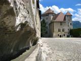 château d'Annecy, la cour et la gouline
