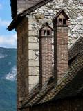 deux cheminées de briques