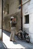 photographiant  la plaque de Borges