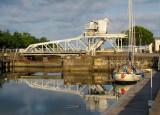 un pont lévis blanc