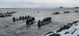 9 canots en eau profonde