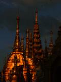 Swhedagon pagoda after dark.jpg