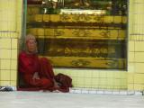 Monk Sule Paya Yangon.jpg