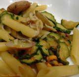 Pennette con zucchine e frutti di mare