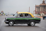 New Delhi Taxi with tourists in front of the Presidential Palace
