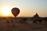 Balloon with Thabeik Hmauk Temple, Bagan