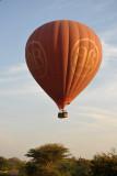 Balloon on approach to landing, Bagan