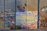 West Bank Separation Wall graffiti - Pole Vault, Lang Leve Palestina, Um Muro Não Prende, Apenas Liberta a Mente!