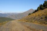 Port de Cabus, dirt road continues into Spain