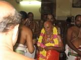 05-Maryathai to nam svami from Thelliya singam aagiya thevu Sri Sarathy Bhattar honoring nam svami.jpg