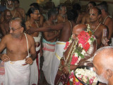 07-Sri Damodaran svami honoring nam svami with maryathais from Thriunagari Vayalali manavalan and Thirumangai Azvar