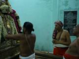 Thirukovalur Jeeyar Swami Mangalaasaasanam to Maamunigal @ Vaahana Mandapam.JPG