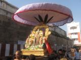 06-Sri Parthasarathi entering pEi AzvAr street.jpg