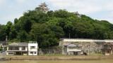 Maizuru-kōen and houses below
