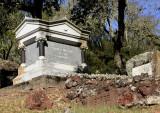 Gen Vallejo tomb.jpg
