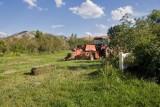 Avon 32  5175  Jim baling the alfalfa