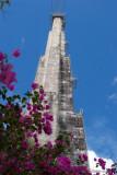 Una de las Tres Torres que Soportan las Antenas de 1000 Toneladas