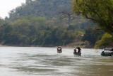 Turistas Ingresan de Mexico en Pequeñas Lanchas