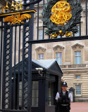 Hey Boss! Tell me now: you've got an appointment with Elizabeth? (Main entrance,Buckingham Palace,London)