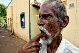 பற்களை சுத்தமாக்க • Madurai